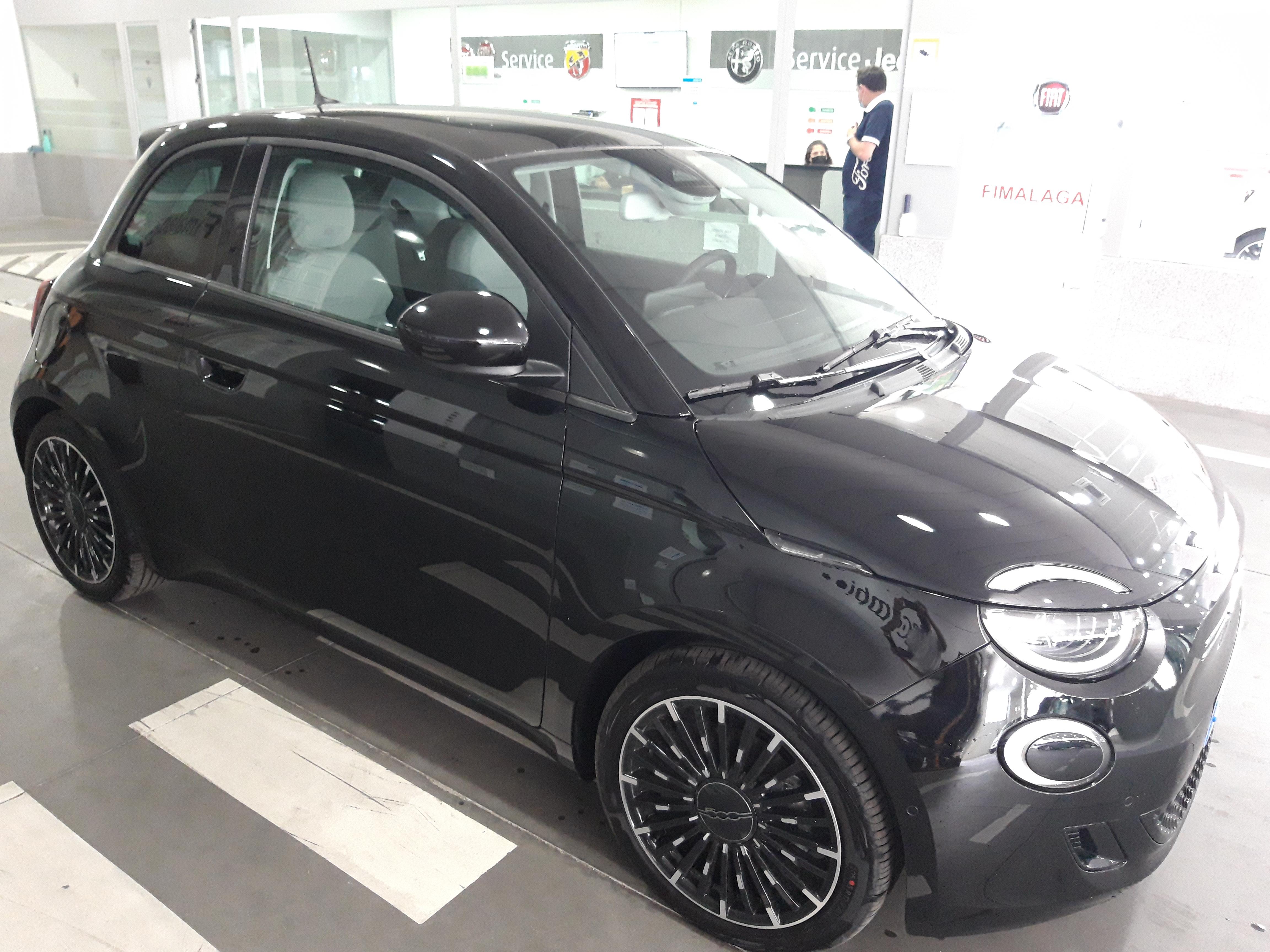 Fiat 500 ocasión segunda mano 2021 Gasolina por 31.090€ en Málaga