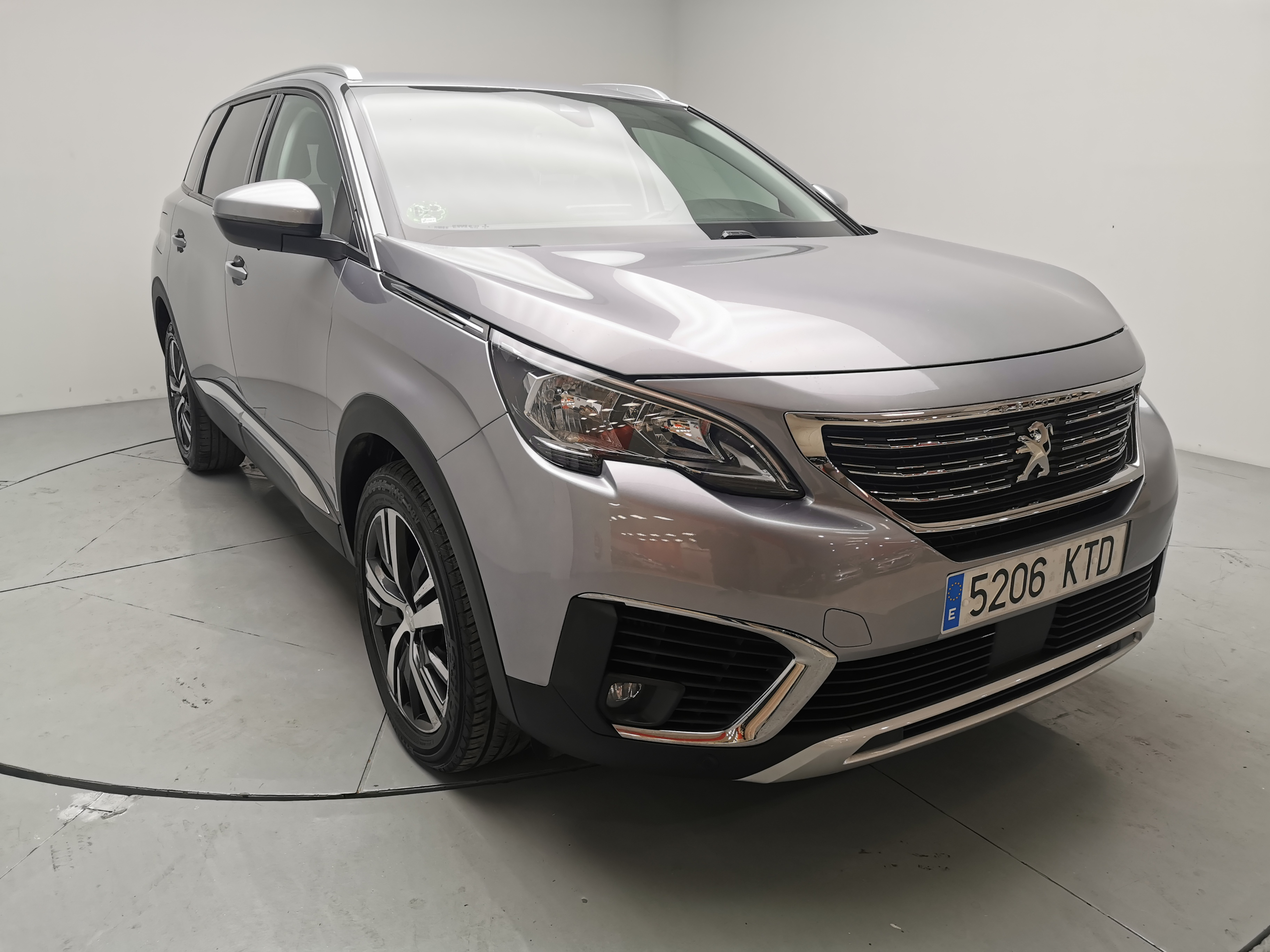 Peugeot 5008 ocasión segunda mano 2019 Gasolina por 23.800€ en Málaga