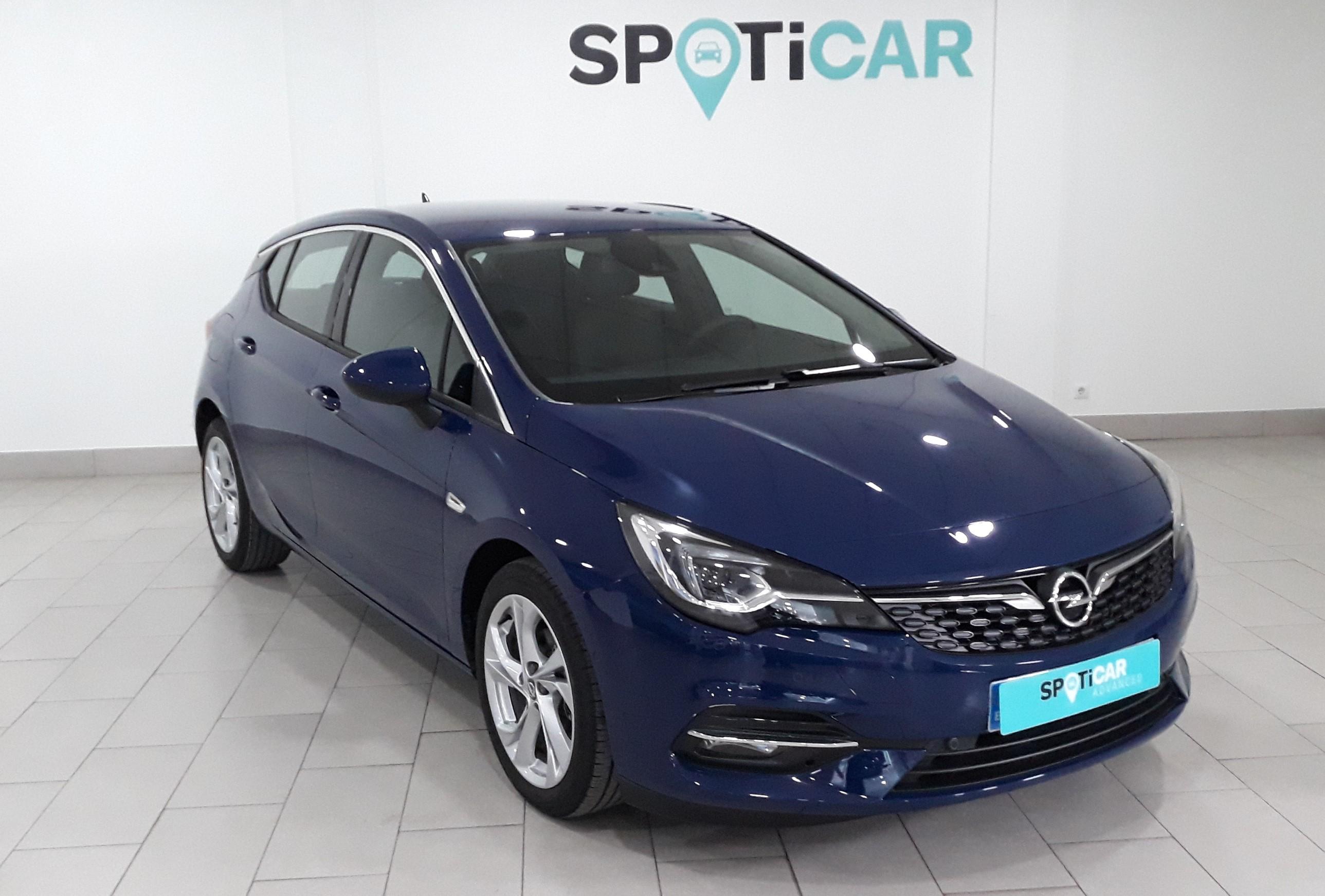 Opel Astra ocasión segunda mano 2021 Gasolina por 21.300€ en Málaga