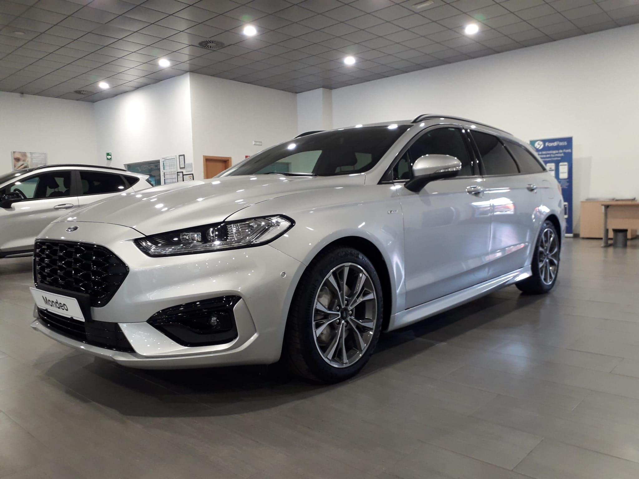 Ford Mondeo ocasión segunda mano 2021 Gasolina por 32.900€ en Málaga
