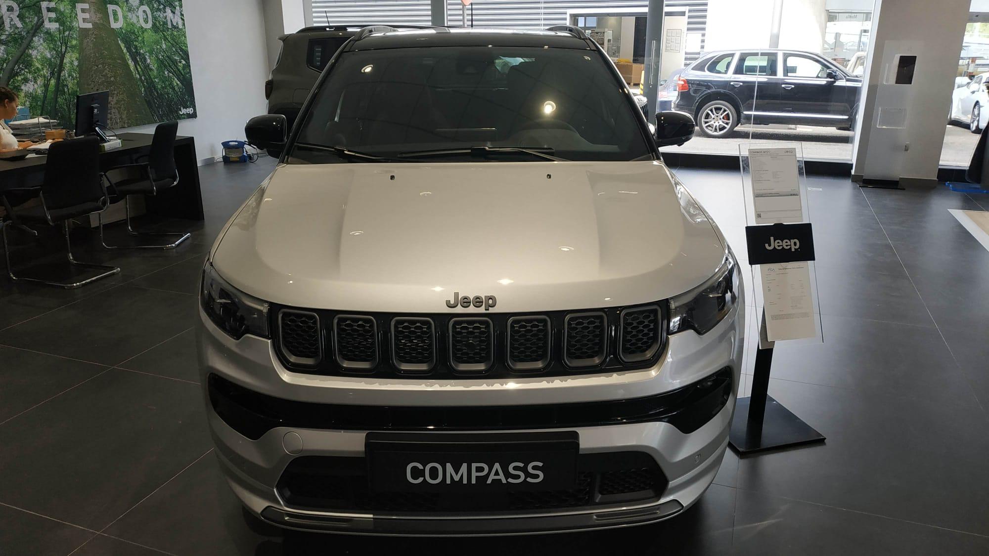 Jeep Compass ocasión segunda mano 2021 Gasolina por 36.800€ en Málaga